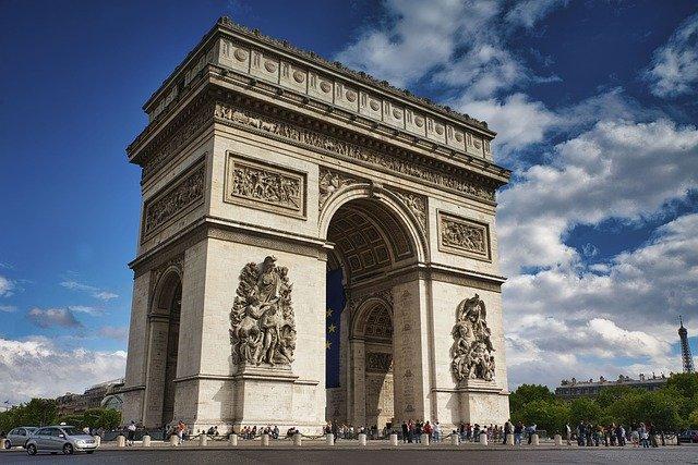 El Arco del Triunfo fue envuelto